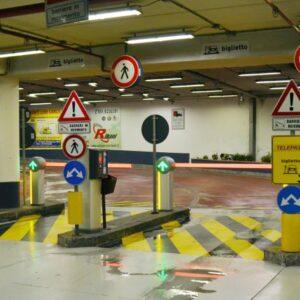 APCOA Parking Italia - Parcheggi di Bologna e Ospedali Toscani Viabilità interna, Pannelli informativi, Grafica Casse, Regolamenti, Spazi Pubblicitari